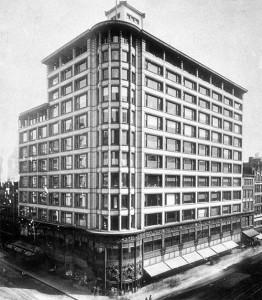 路易斯·沙利文(Louis Sullivan)的Carson Pirie Scott店最初是为Schlesinger & Mayer百货公司在1899年设计的。上面楼层的简洁风格对于19世纪的建筑来说是个惊人的革新。