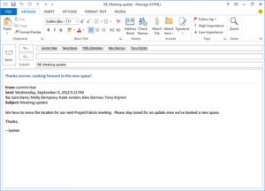 为了适应Windows 8的现代主题,Outlook 2003的界面进行了更新。新界面都进行了扁平化处理,所有的内容和菜单都融入在一个白色面板上,结果看起来更加杂乱了。