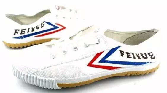 """""""飞跃""""这双被国人嫌弃的球鞋,却在国外大火成为时尚品牌"""