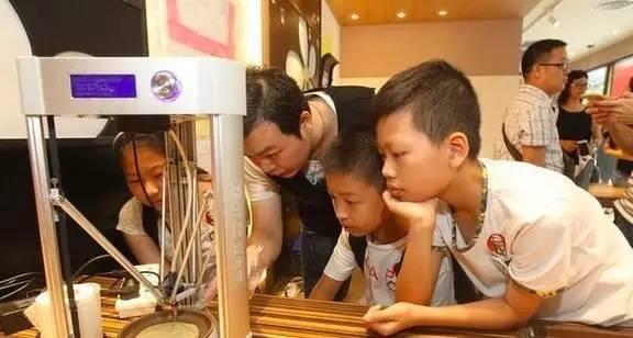 """肯德基又开创意餐厅,居然可以用3D打印机来体验鸡米花""""戒指"""""""
