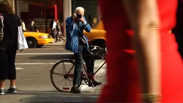 他穷其一生仅仅是为了拍一张最美的街拍