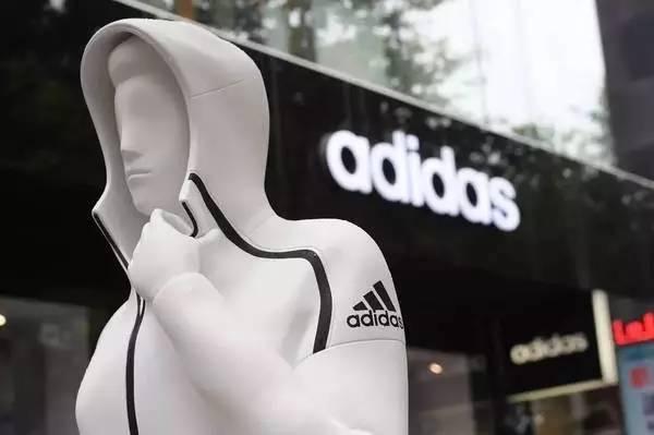 """阿迪达斯最近几年是如何通过品牌营销制造一个有一个的""""bao'ku"""""""